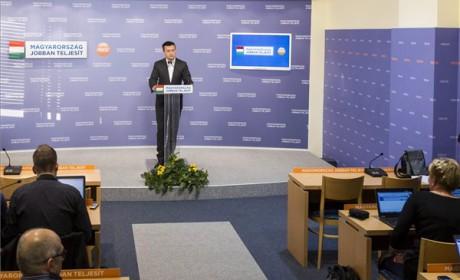 Szerdán visszavonják az internetadó-javaslatot, 200 ezer forintig változatlan maradhat a cafeteria adója