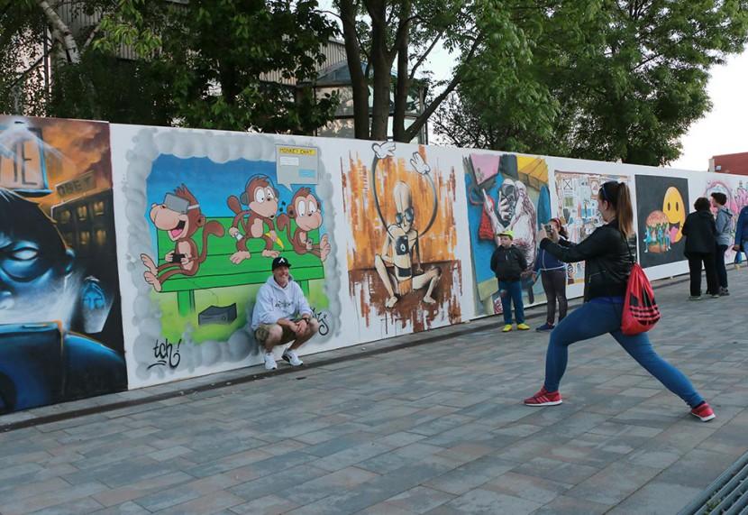 Még hónapokig díszítik a városközpontot az utcaművészek alkotásai