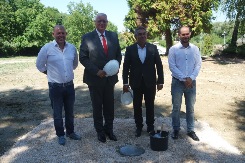 Letették a törökbálinti városközpont alapkövét