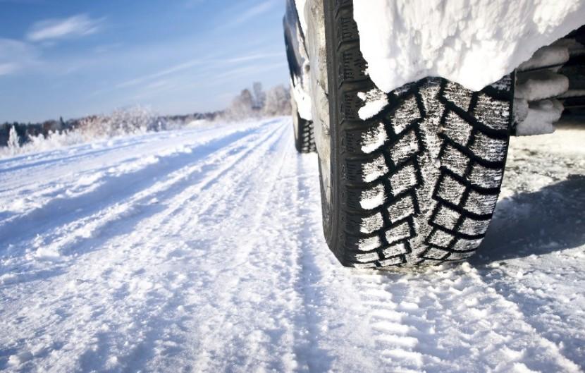 Ellenőrzik a járművek téli felkészítését a hatóságok