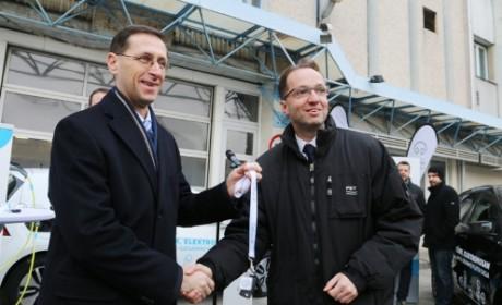 Elektromos autókat kapott a Pest Megyei Kormányhivatal