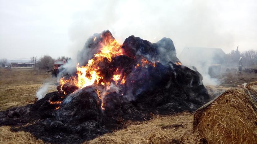 Szalmabálák égtek a Bíbic utcában
