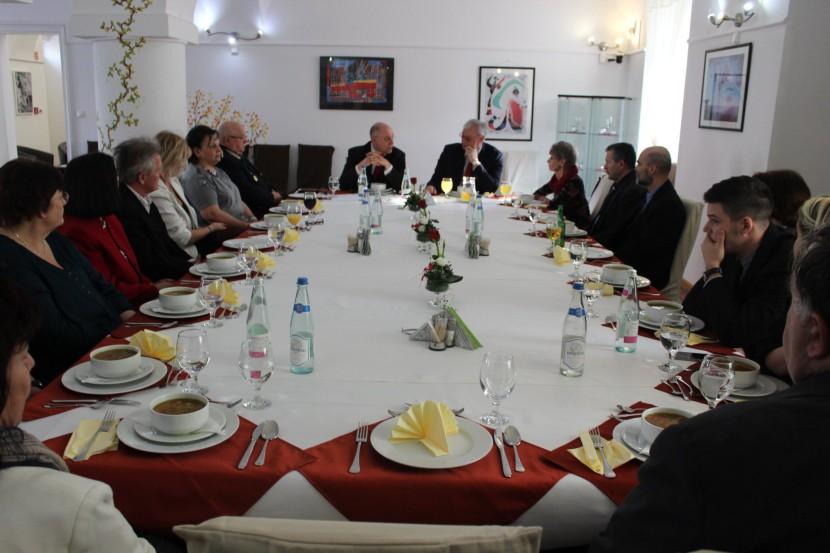 A pedagógusokkal is egyeztett Aradszki