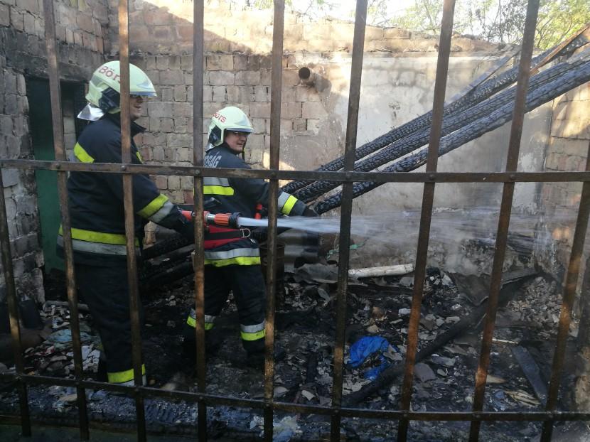 Kigyulladt egy budaörsi hétvégi ház