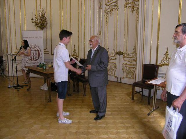 Országos meseíró pályázatot nyert egy érdi diák