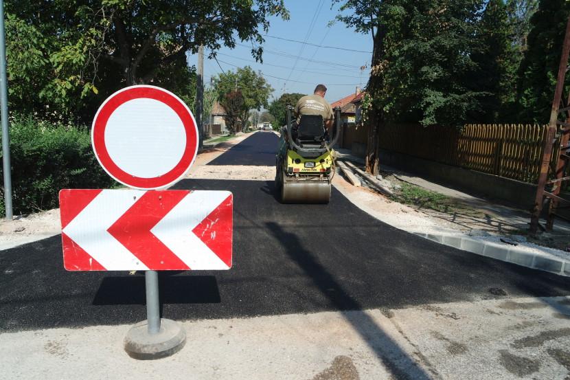 Szilárd burkolatot kapott a Papagáj utca