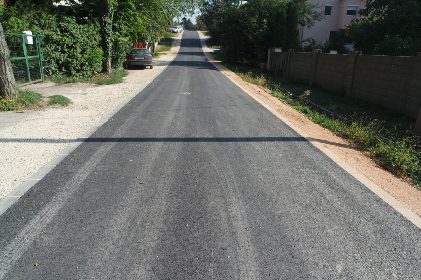 Újabb utakat aszfaltoztak: elkészült a Mecseki, a Bakonyi és az Aradi utca egy szakasza