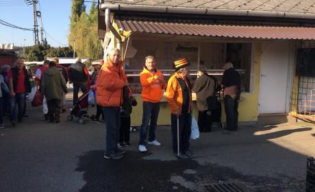 Nyugdíjasokat támogatott az Orange Dragons