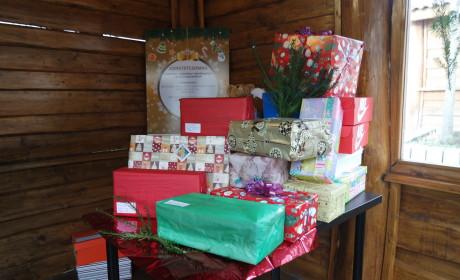 Szeretetcsomag a karácsonyfa alá