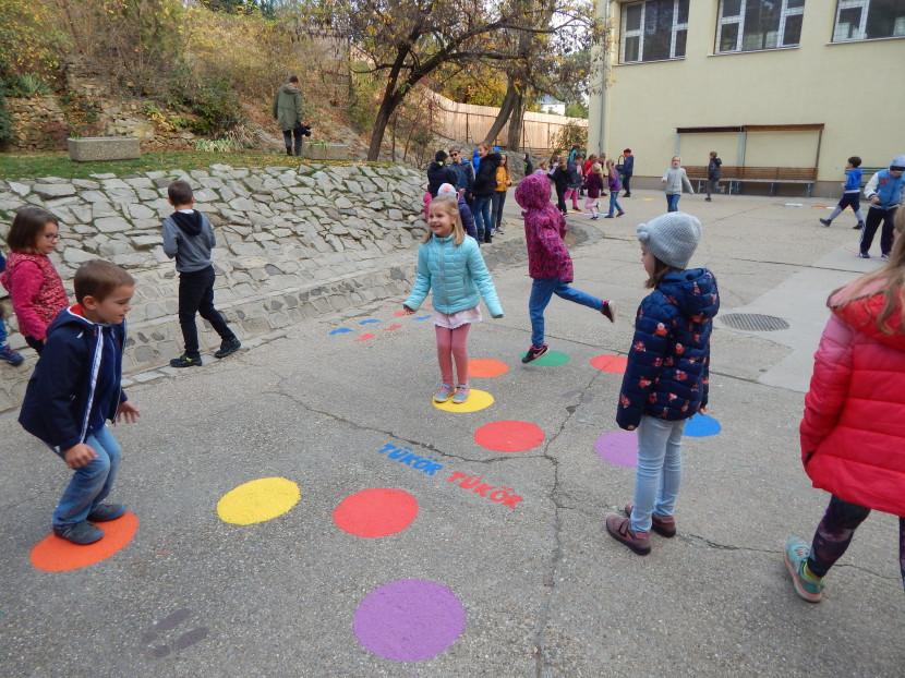 Meglepetés az őszi szünetről visszatérő diákoknak